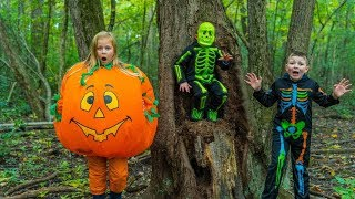 Download Scare and Seek Halloween Edition with The Engineering Family and The Assistant Video
