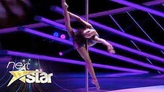 Download Emily Moskalenko, număr spectaculos de acrobație la bară Video