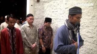 Download Muzammil Hasballah (AR '11) saat menjadi Imam Shalat Tarawih di Masjid Salman ITB Video