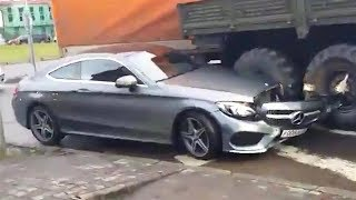 Download Extreme DRIVING FAILS Caught On Camera! Most Stupid Drivers SEPTEMBER 2017 Video