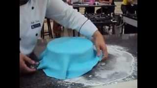Download Cobrindo um bolo com pasta americana - parte 2 Video