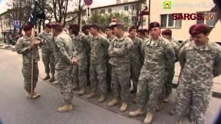Download ASV un Latvijas karavīri kopā trenējas, soļo parādē un sporto Video