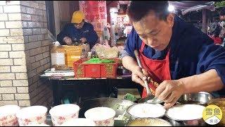 Download 大哥深夜卖炒饭,炒一锅加800颗盐才行!卖到凌晨3点,顾客围着买 Video