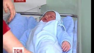 Download У Тернополі народився майже семи кілограмовий хлопчик Video