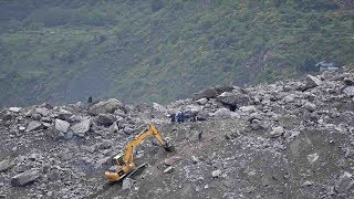 Download Sichuan landslide: More than 400 people evacuated as search continues Video