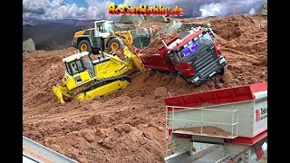 Download AMAZING R/C TRUCK ACTION - stucking in deep sand - CONSTRUCTION WORLD - Nov 2017 p5 Video