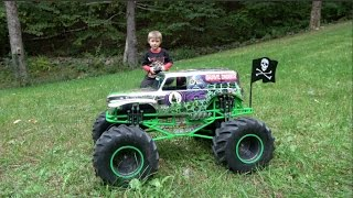 Download MONSTER JAM GRAVE DIGGER CHROME RC TRUCK - EXTREME TEST DRIVE Video