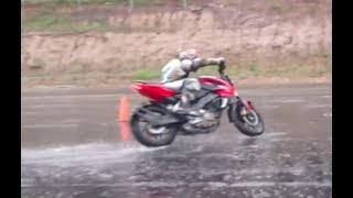 Download APRENDE A PILOTAR UNA MOTO EN LLUVIA. Video