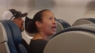 Download Angry woman gets escorted off plane by police Video