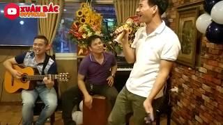 Download Con Đường Xưa Em Đi - Xuân Bắc | Xuân Bắc tập làm ca sĩ bolero , Tự Long vỗ tay hết mình Video
