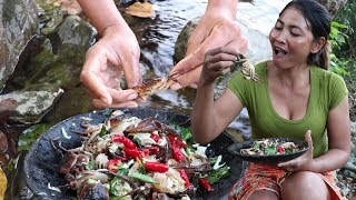 Download Survival skills: Finding & Catch a small crab for food - Make raw crab food eating delicious #22 Video