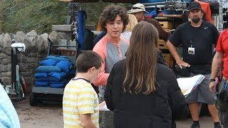 Download Cast of ABC's ″The Middle″ taping scenes for season finale at Magic Kingdom Video
