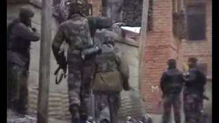 Download Live Video of Indian Army and Hizbul Mujahideen Militants Encounter at Shopian Jammu and Kashmir Video