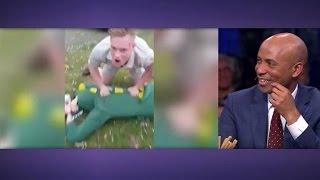 Download Dierenfreak Freek Vonk vangt krokodil tijdens carnaval - RTL LATE NIGHT Video