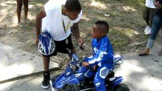 Download KIDS RIDING 4 WHEELERS ON BANKHEAD Video