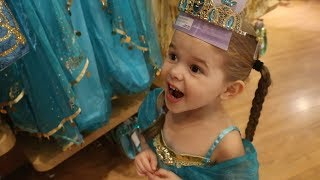 Download THE ONLY PRINCESS DRESS SHE DOESN'T HAVE.. (TRIP TO THE DISNEY STORE!) Video