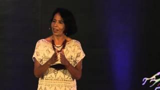 Download Atrévete a dejar atrás lo conocido | Celina Izquierdo | TEDxCancún Video