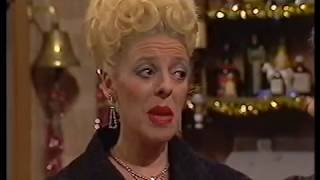 Download Bet Lynch becomes the Rovers landlady (2 January 1985) Video