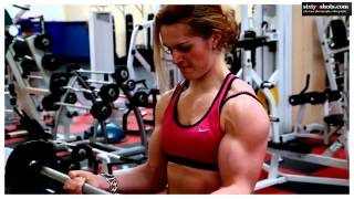 Download evelien training biceps YouTube Video
