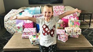 Download GWYNETH'S 7TH BIRTHDAY PARTY | OPENING PRESENTS! Video