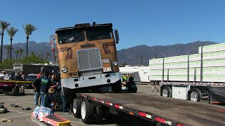 Download Loading The Ole Freightliner - The Hard Way Video