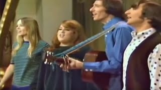 Download California Dreamin' - The Mamas & The Papas Video