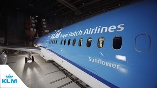 Download Unboxing the new KLM Boeing 787 Dreamliner Video