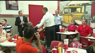 Download Obama surprises diner, orders chili dogs Video
