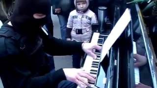 Download Incredible man plays piano on the street Video