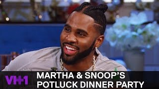 Download Snoop Dogg Shares Hood Christmas Traditions | Martha & Snoop's Potluck Dinner Party Video