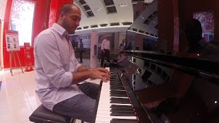 Download Amazing Pianist surprises people at a mall. Video