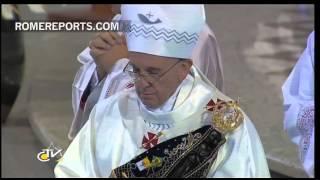 Download El Papa se emociona al finalizar la Misa en Aparecida Video