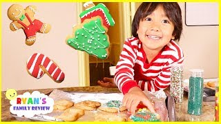 Download Ryan bakes kids size Christmas Cookies with Daddy and Mommy! Video