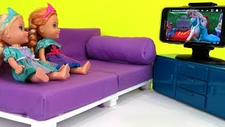 Download At the HOTEL ! Elsa & Anna toddlers watch TV - Playing - Vacation Adventure Video