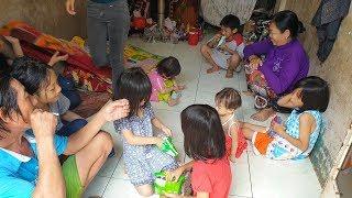 Download Gia đình lượm ve chai siêu đẻ, có đến 10 người con khiến kinh tế kiệt quệ Video