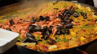 Download London Street Food: Delicious Burgers, Sausages and Spanish Paella (Borough Market) Video