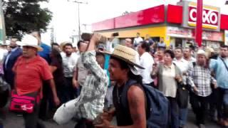 Download 400 PUEBLOS AGREDEN AUTOS DE MIGUEL ANGEL YUNES, RICARDO ANAYA ESTA TARDE EN EL CONGRESO Video