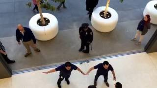 Download SF Union Square Apple Store: Giant glass doors closing on the first day Video