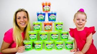Download Gaby Alex and Mommy playing with Giant colorful Slime. Family Fun for kids Video