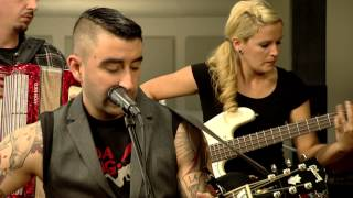 Download Broilers - Singe, Seufze, Saufe (Live at joiz) Video