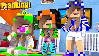 Download PRANKING THE NEW PRINCESS! w/Baby Ariana (Minecraft Little Carly). Video