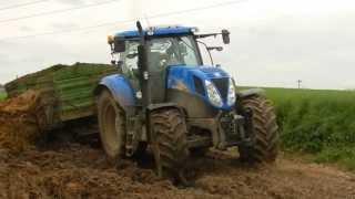 Download New Holland T6080 Wtopa przy wożeniu obornika Video