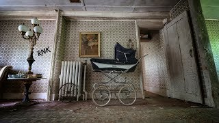Download ABANDONED HAUNTED? OLD FARM HOUSE *EVERYTHING LEFT BEHIND* Video