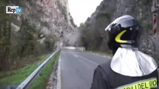 Download Terremoto Centro Italia, la montagna franata sul Nera continua a scricchiolare Video