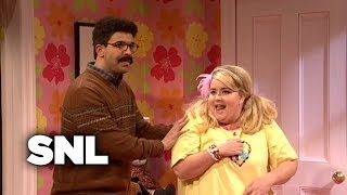 Download An Awkward Slumber Party - SNL Video