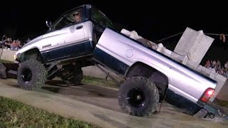 Download DODGE RAM DIESEL PULL TRUCK BENDS IN HALF Video