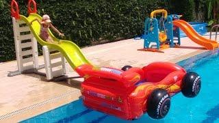 Download Dev Kaydırak büyük havuzda, zor taşıdık aqua park yaptık, çok eğlendik, Video
