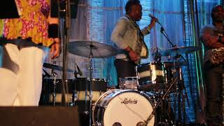 Download Nate Smith giving a counting lesson in Chicago Video