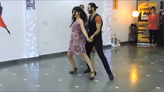 Download Nashe Si Chadh Gayi | Bollywood Salsa Dance | StepKraft Video