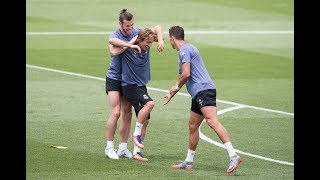 Download Funny Moments in Training ● Messi, Neymar, C.Ronaldo, D.Alves, Isco Video